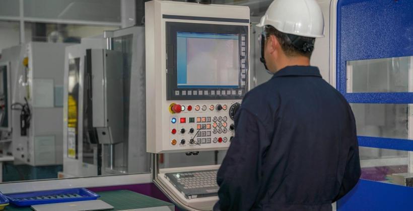 Jak wygląda praca operatora maszyn CNC?