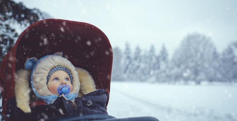 Wózki dziecięce zimą. Przegląd akcesoriów