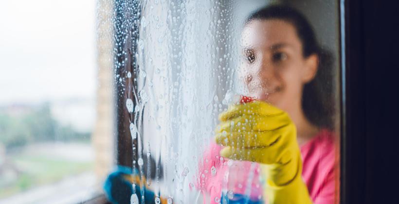 Dlaczego należy regularnie myć okna?