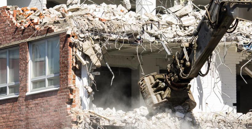 Rozbiórka domu jednorodzinnego – z jakim typem złomu można się spotkać i jak na nim zarobić?
