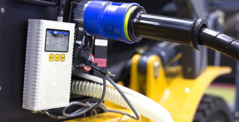 Napęd spalinowy czy elektryczny wózka widłowego – co wybrać?