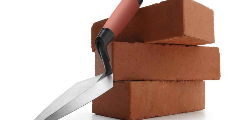 Jakie są główne rodzaje cegieł, ich właściwości i zastosowanie?