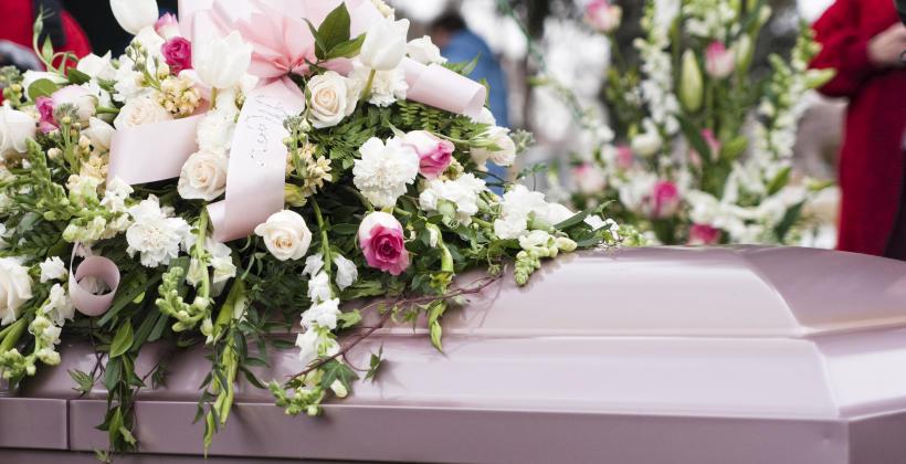 Jakie kwiaty kupić na pogrzeb?