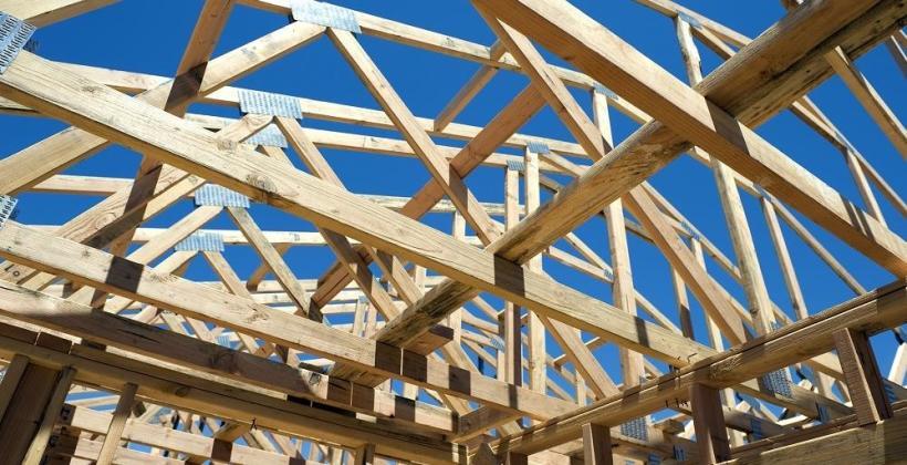Stosowanie drewna konstrukcyjnego certyfikowanego na więźby dachowe