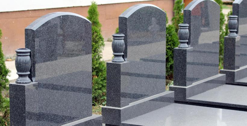 Kiedy warto zdecydować się na renowację nagrobka?