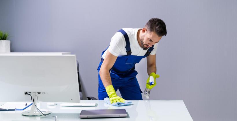 Powody, dla których warto zatrudnić firmę sprzątającą do biura
