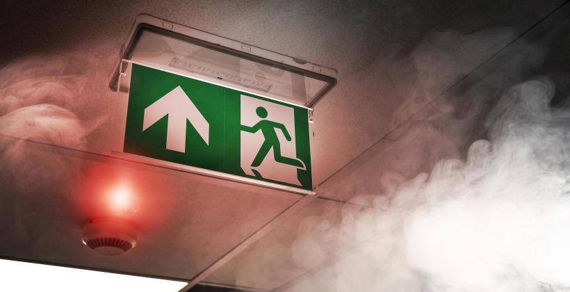 Dlaczego inwestycja w system oddymiania klatek schodowych jest taka istotna?