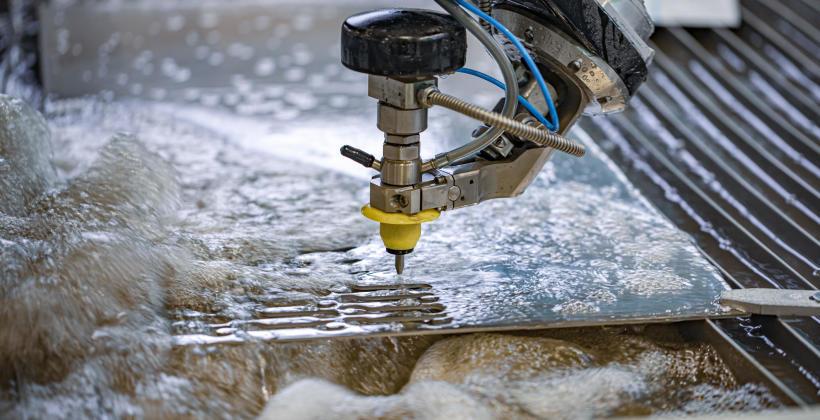 Jak działa ciśnieniowa przecinarka wodna