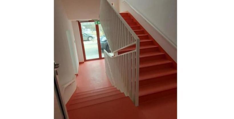 Dlaczego warto wybrać wewnętrzne schody stalowe?