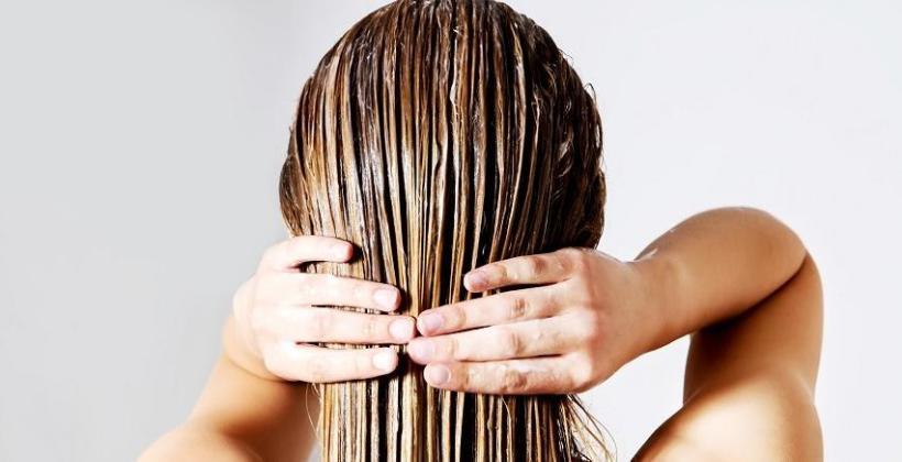 W jaki sposób chronić włosy przed wodą