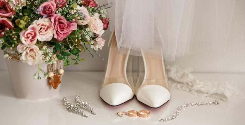 abf53dce Czym kierować się przy wyborze dodatków do sukni ślubnej: poradnik