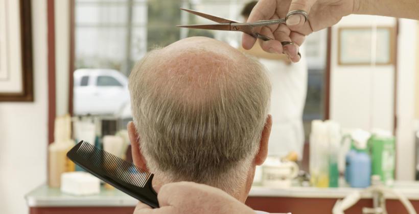 Jak dobrać fryzurę, by ukryć początki łysienia?