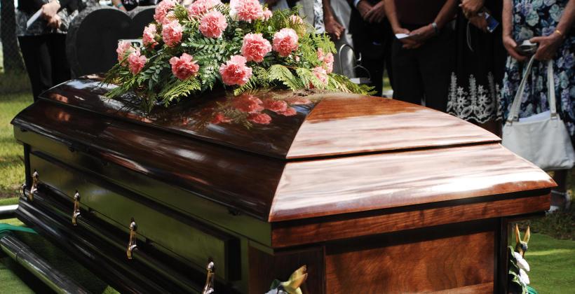 Różnice między pogrzebem katolickim i świeckim