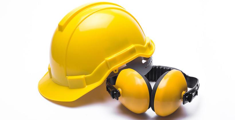 Skuteczna ochrona głowy podczas wykonywania trudnych prac
