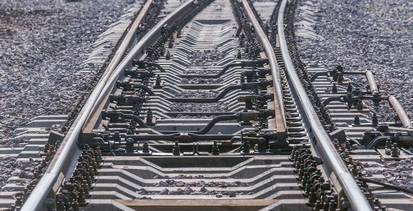Jak wygląda proces smarowania szyn kolejowych?