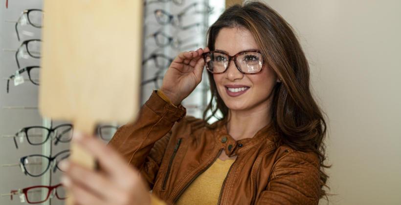 Na co zwrócić szczególną uwagę przy wyborze oprawek okularów korekcyjnych?