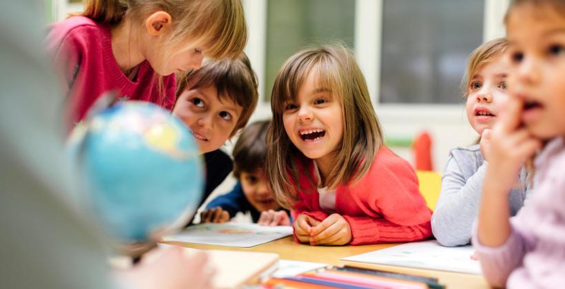 Jakie są korzyści uczestnictwa dziecka w przedszkolnych zajęciach angielskiego?