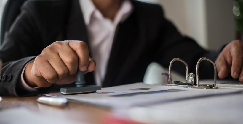 Pieczęć firmowa – jakie informacje powinny się na niej znaleźć?