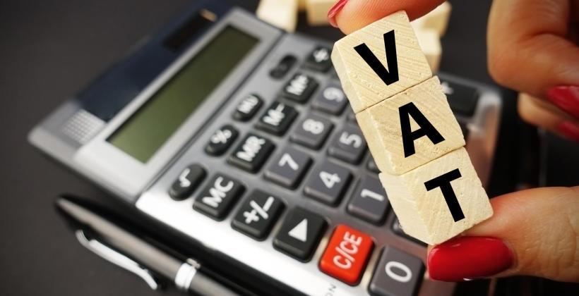 Kto musi płacić VAT, a kto może być zwolniony?