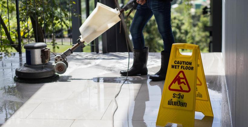 Porady dla zarządców budynków – wynajmij urządzenia sprzątające marki Columbus