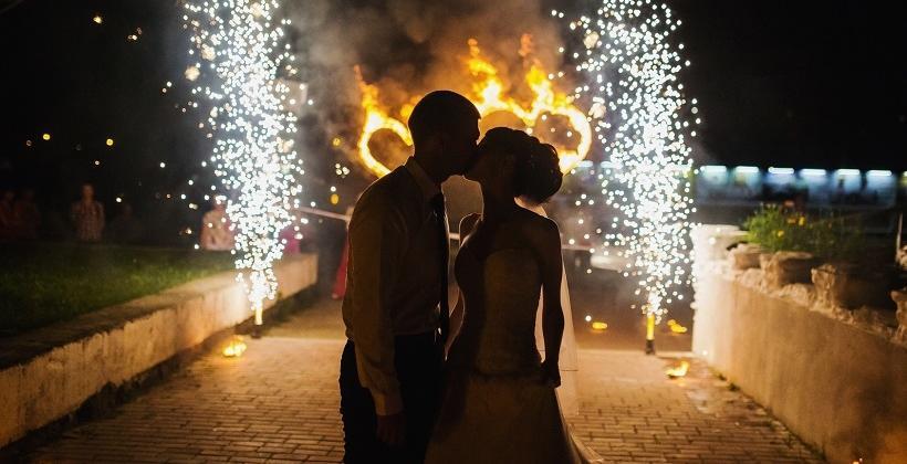 Jak zorganizować wesele z pokazem sztucznych ogni?