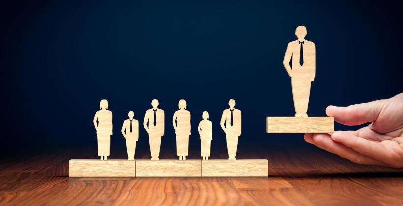 Jakie umiejętności są niezbędne przy zarządzaniu zespołem?