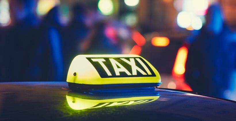 Kiedy wykorzystywane są usługi taksówkarskie nocne?