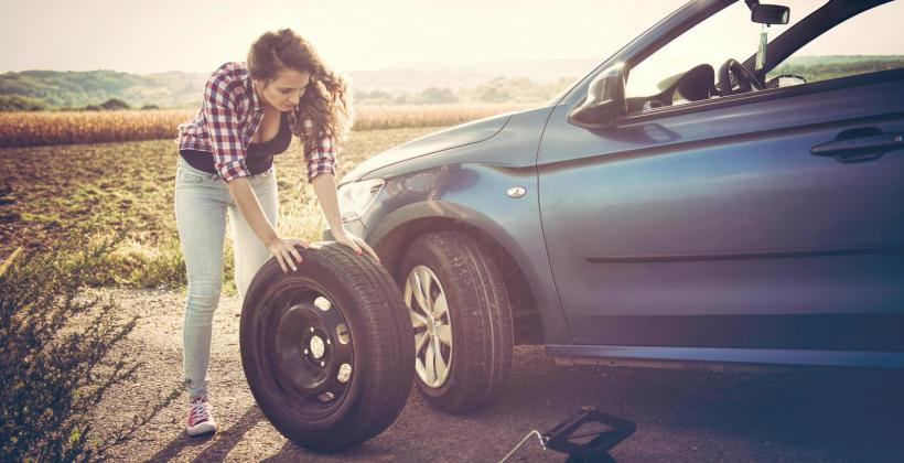 Jak samodzielnie wymienić uszkodzone lub przebite koło w samochodzie osobowym?