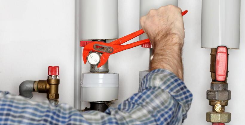 Montaż instalacji sanitarnych i radzenie sobie z ich usterkami