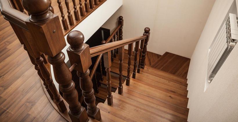 Czy warto wybrać schody drewniane?