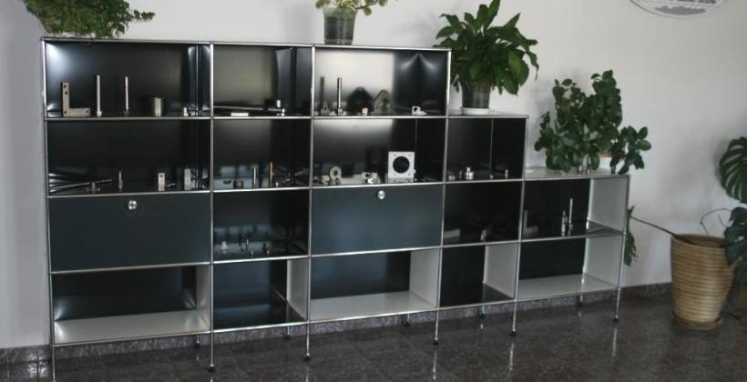 Modułowe meble biurowe ze stali – poznaj ich zalety