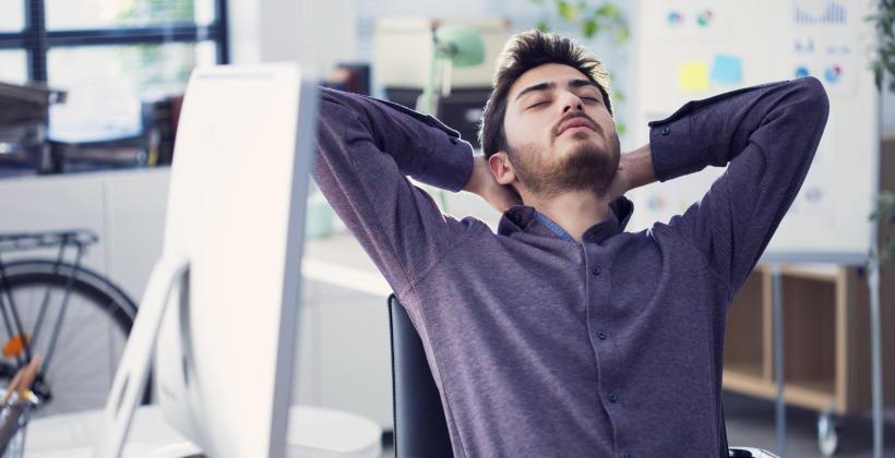Drzemka w pracy – czy to możliwe? Odkryj potęgę drzemki