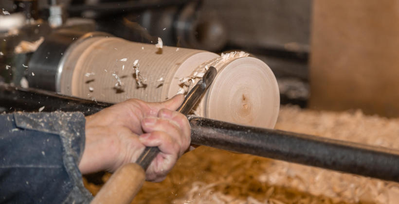 Praca w zakładzie stolarskim