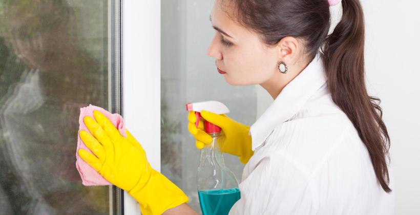 W jaki sposób należy czyścić i pielęgnować okna PCV, aby ich nie zniszczyć?