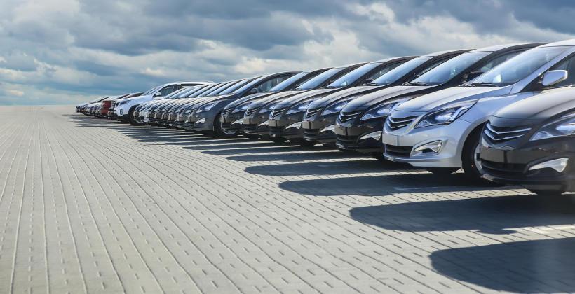Dlaczego warto korzystać z usług skupu aut używanych i powypadkowych?