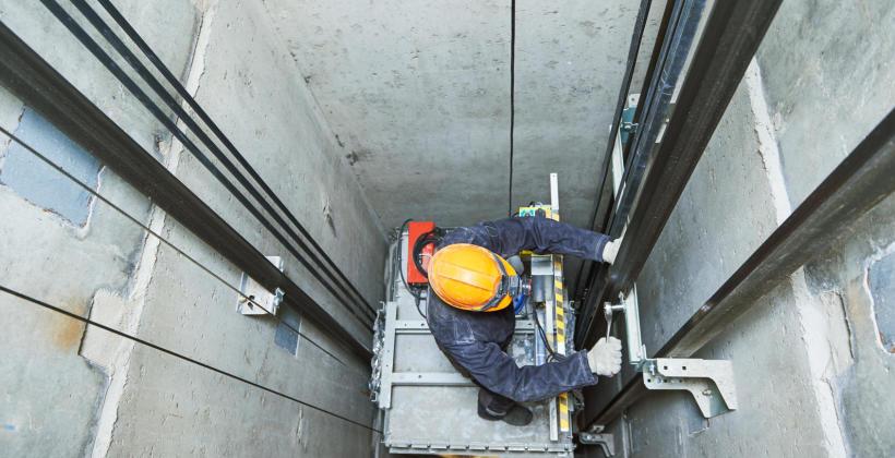 Błyskawiczny, tani i kompleksowy serwis wind – usługi firmy TRYB-DŹWIG