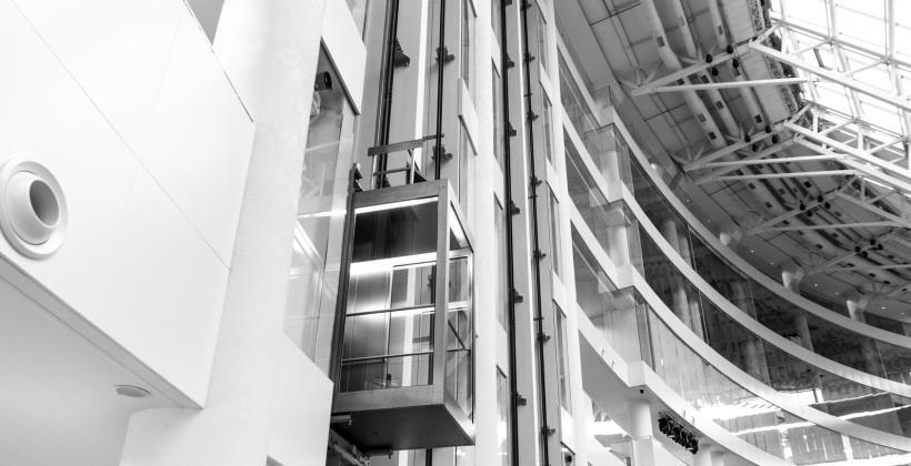 Dźwigi hydrauliczne – budowa, zastosowanie, projektowanie i zalety