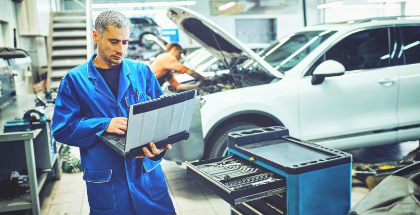 Kiedy oddać auto do warsztatu i czym dokładnie zajmą się fachowcy?