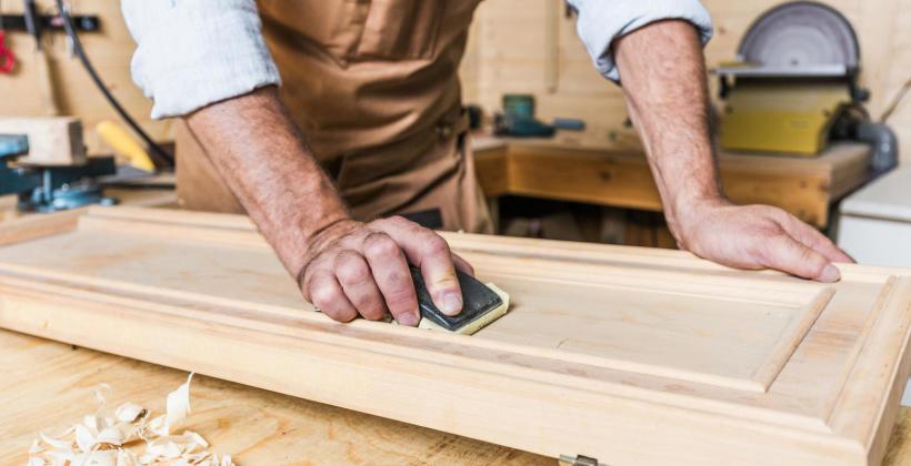 Wyposażenie dla domu oferowane przez pracownie stolarskie