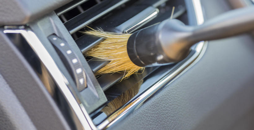 Dlaczego warto regularnie odgrzybiać klimatyzację w samochodzie