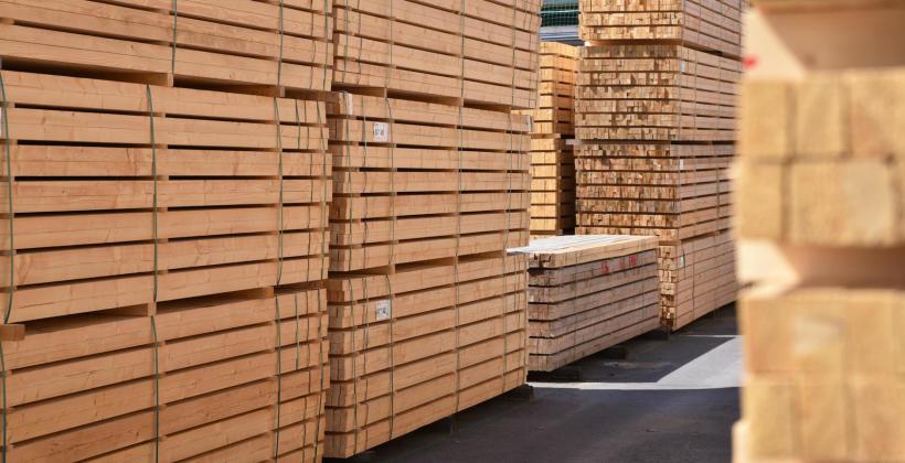 Co powienienem wiedzieć o drewnie na budowę?