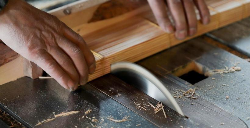 Obróbka metali i drewna – usługi wykonawcze na zlecenie projektantów i architektów