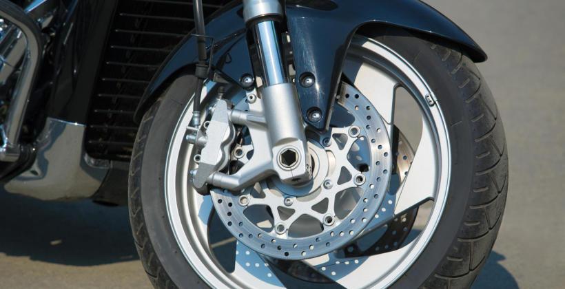 Serwis zawieszenia motocyklowego w wyspecjalizowanym warsztacie