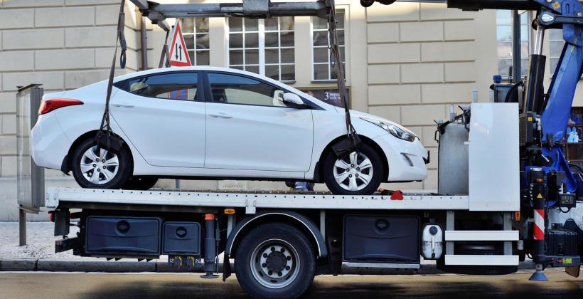 Niezawodna pomoc drogowa na terenie Warszawy- do kogo zwrócić się z problemem?