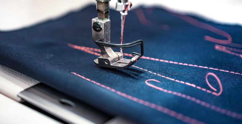 Jakie są wady i zalety popularnych tkanin?
