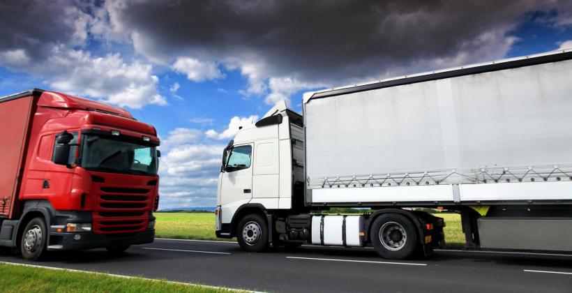Transport towarów samochodem z naczepą