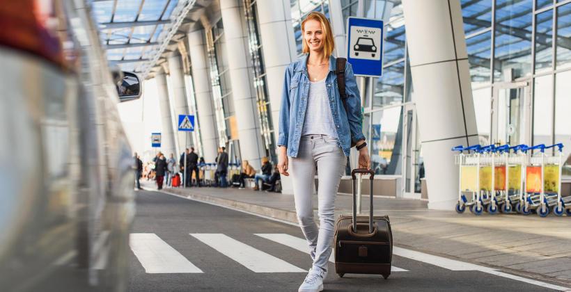 Taksówkowe transfery na lotnisko – Dlaczego warto?