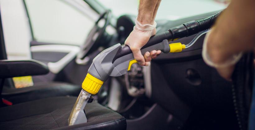 Czyszczenie wnętrza samochodu – co znajduje się w ofercie?