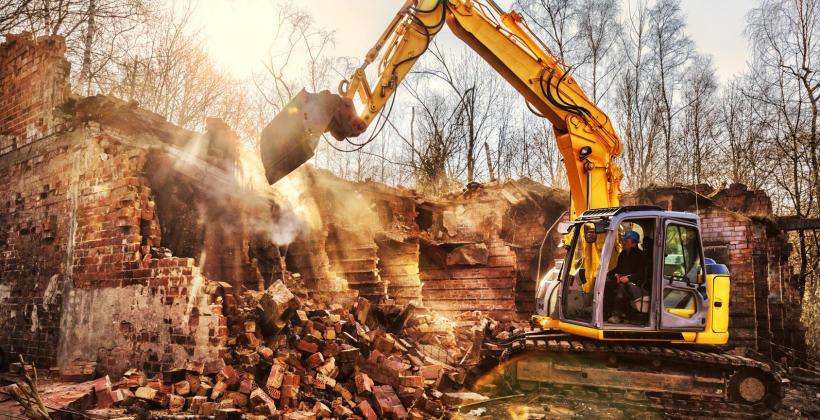 Demontaż i rozbiórki konstrukcji – co warto wiedzieć?