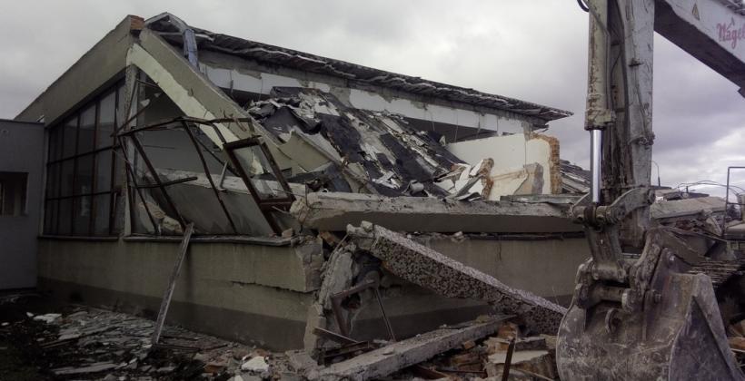 Wyburzanie budynków w wydaniu profesjonalnym